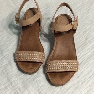 Nurture heeled sandals size 7m